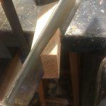 Montagem da base da mesa de tampinhas de cerveja em resina epóxi